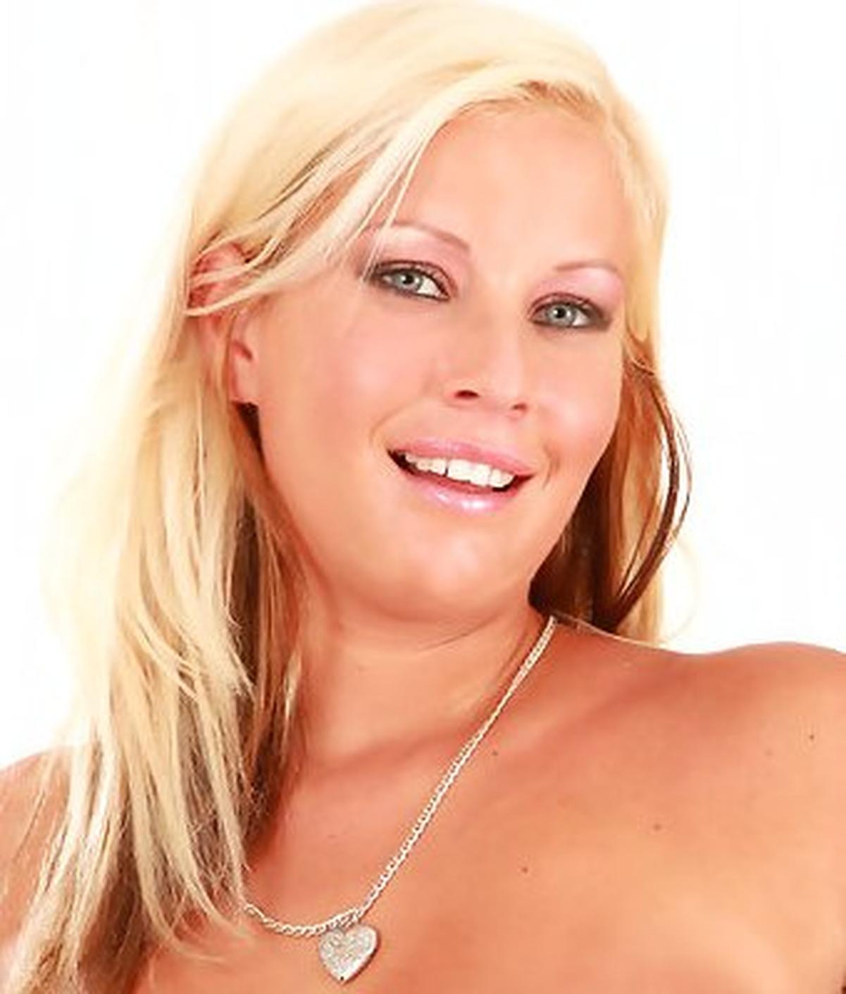 Nataly Gold Nude Photos 37