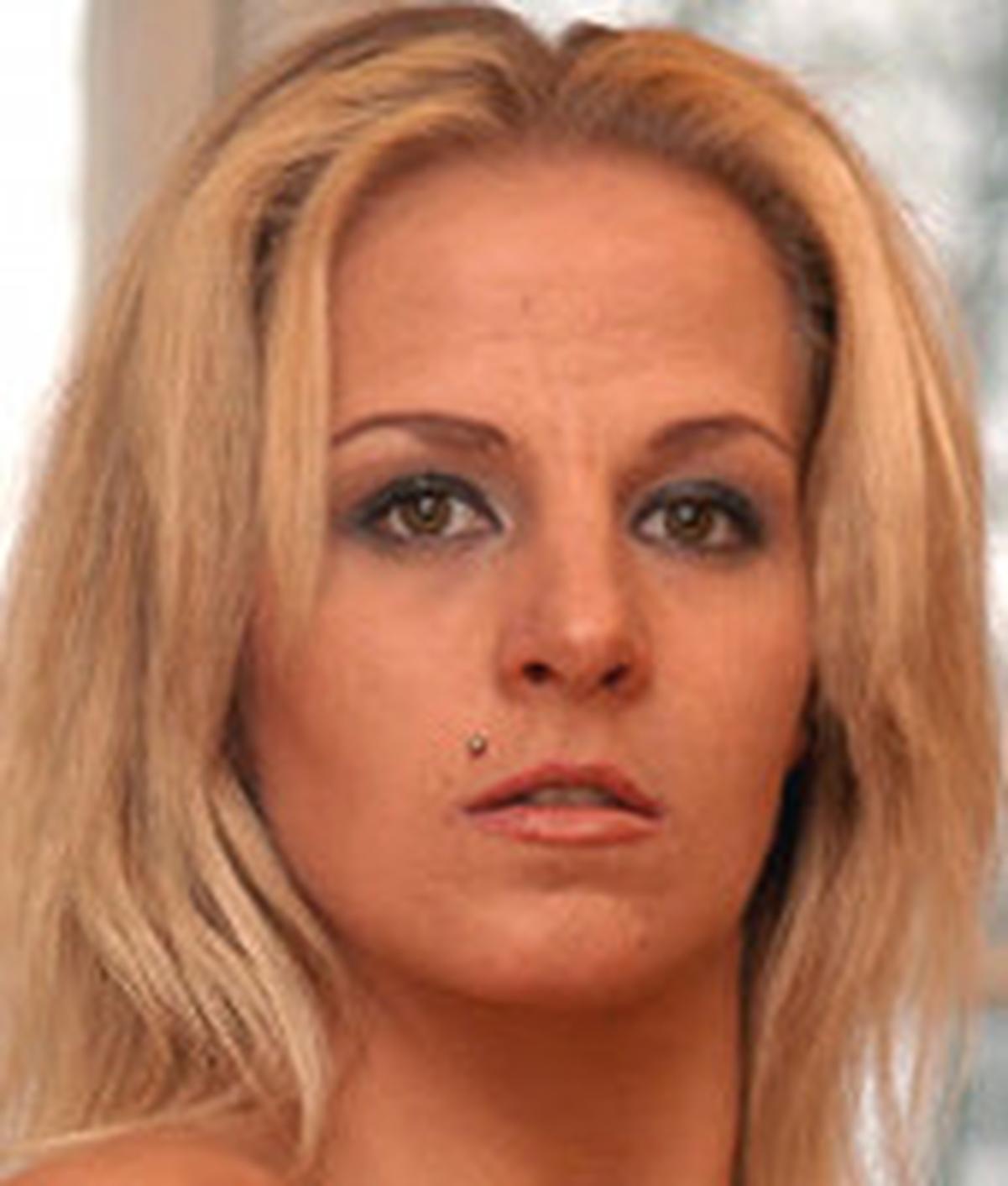 Stefanie Van Eckten | Wiki | Everipedia