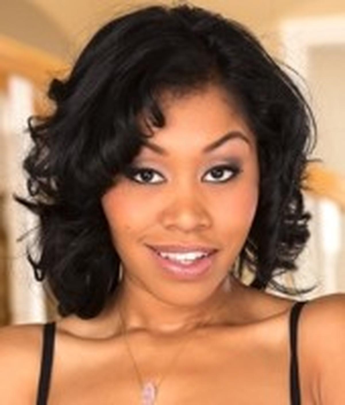 Yasmine de Leon   Wiki & Bio   Everipedia