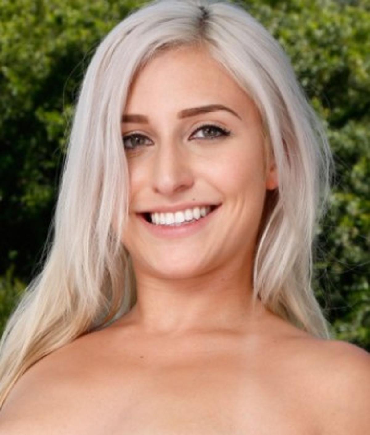 Xandra Six