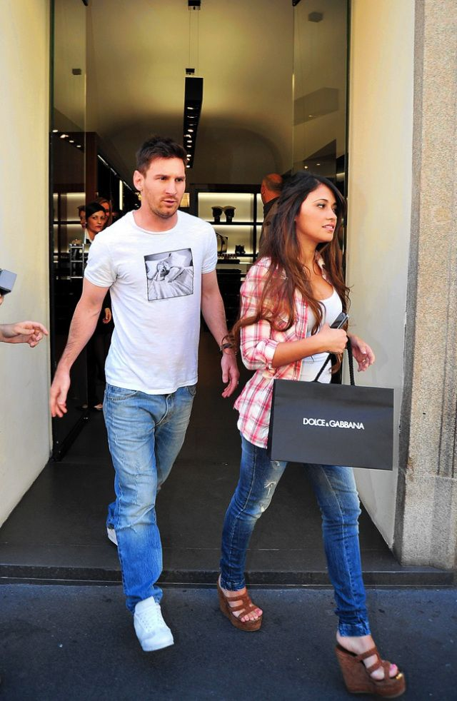 Antonella and Messi leaving Dolce&Gabbana store