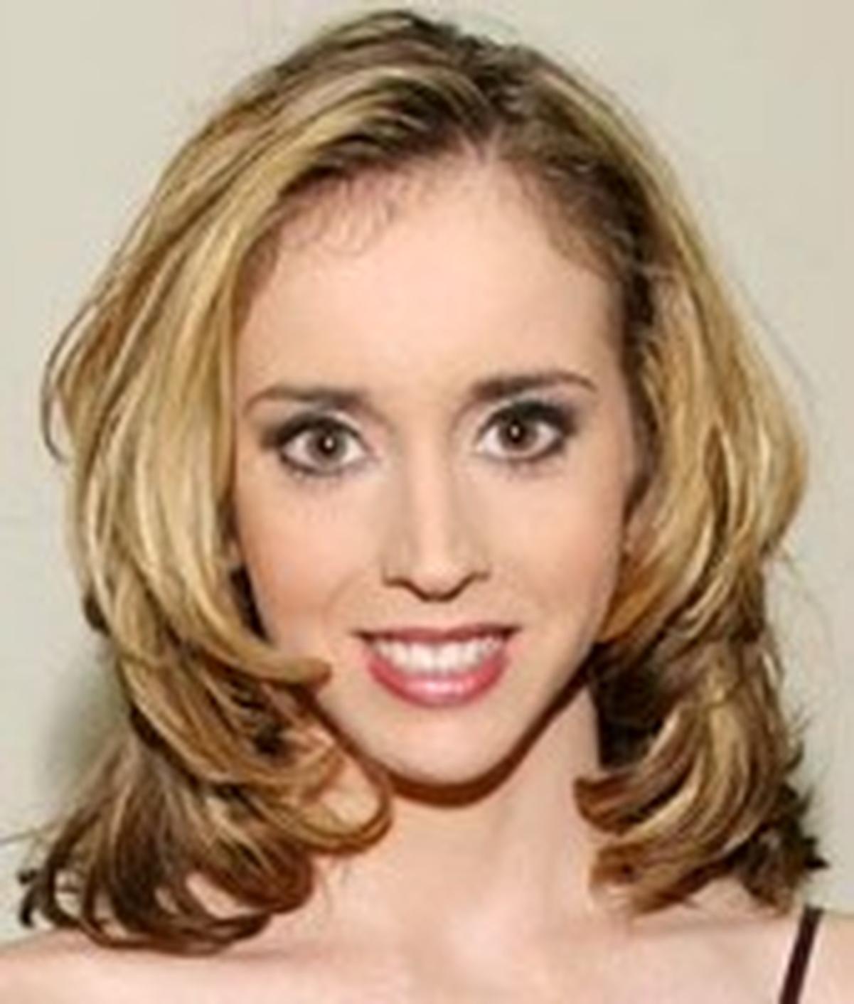 Kelly Wells  Wiki  Everipedia-2344