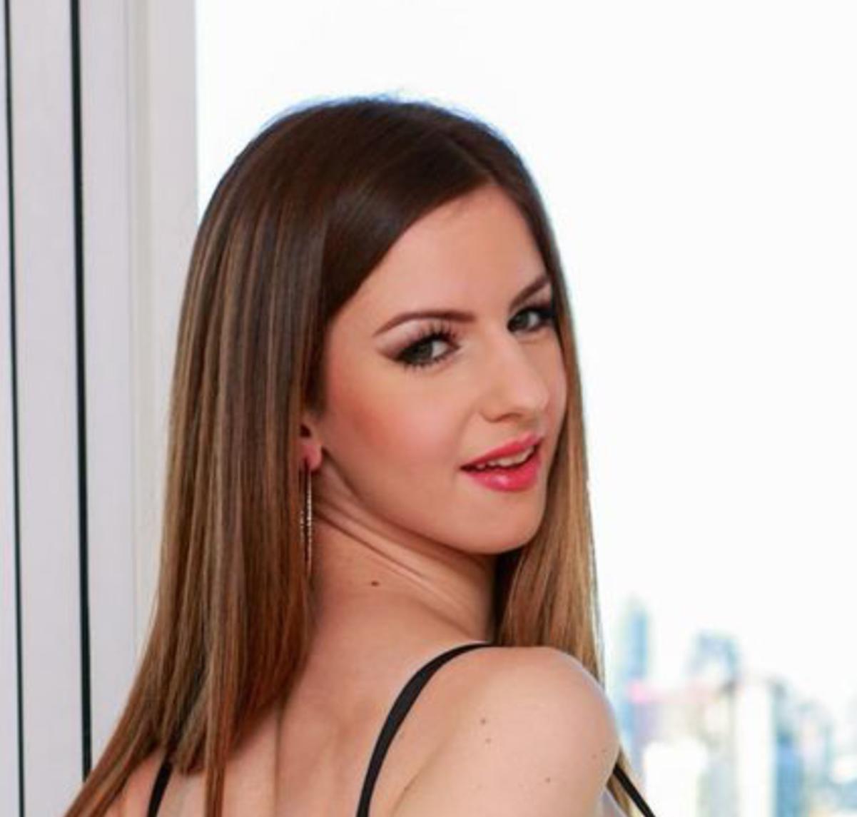 Stella Cox | Wiki & Bio | Everipedia