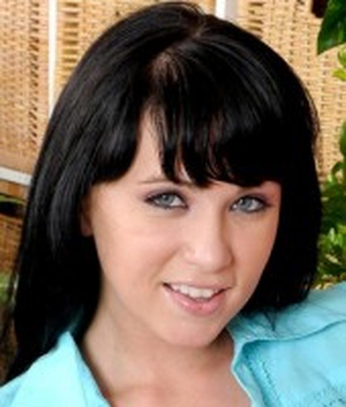 Chloe J. wiki, Chloe J. bio, Chloe J. news