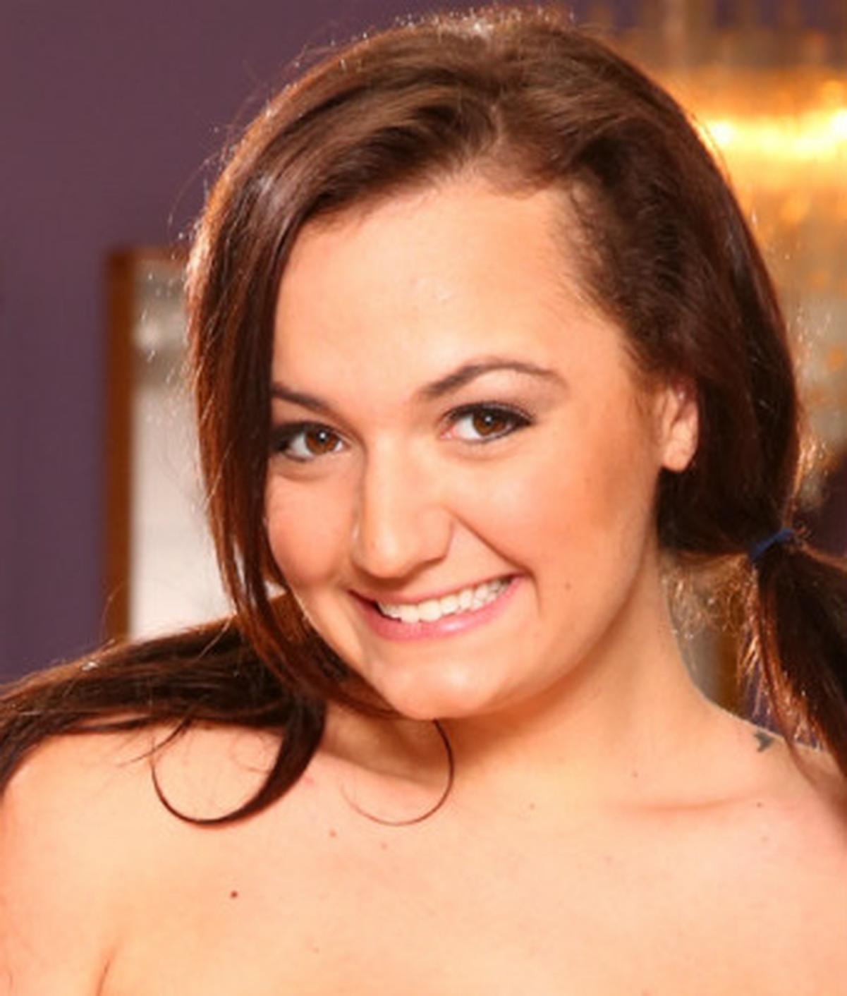 Charlotte Oryan  Wiki  Everipedia-5233