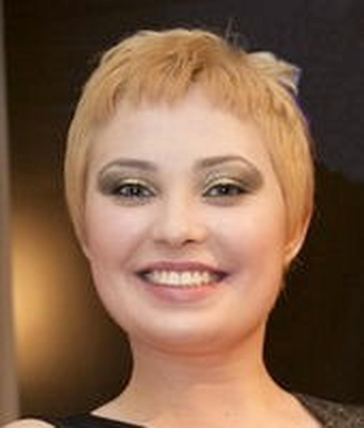 trahane-straponom-sofiya-prada-aktrisa-onlayn-devushka-zasovivaet