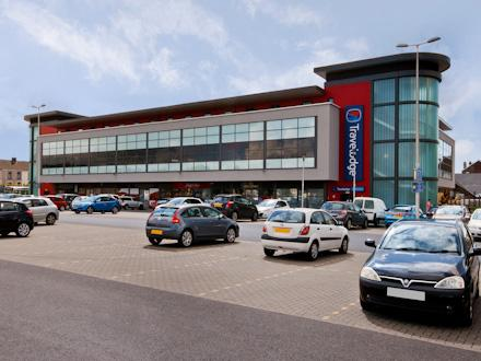 Travelodge: Llanelli Central Hotel
