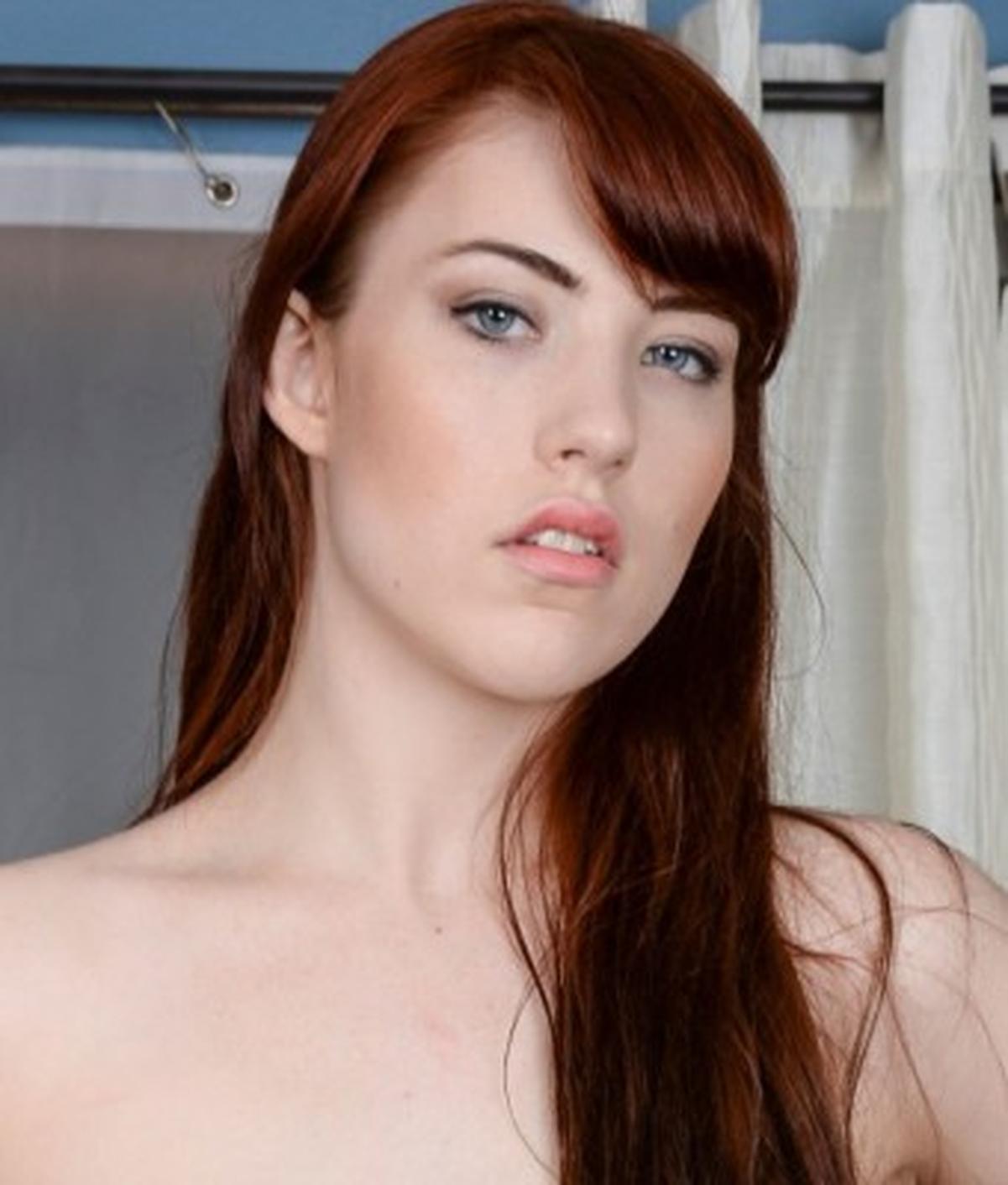 Gwen Stark naked 330