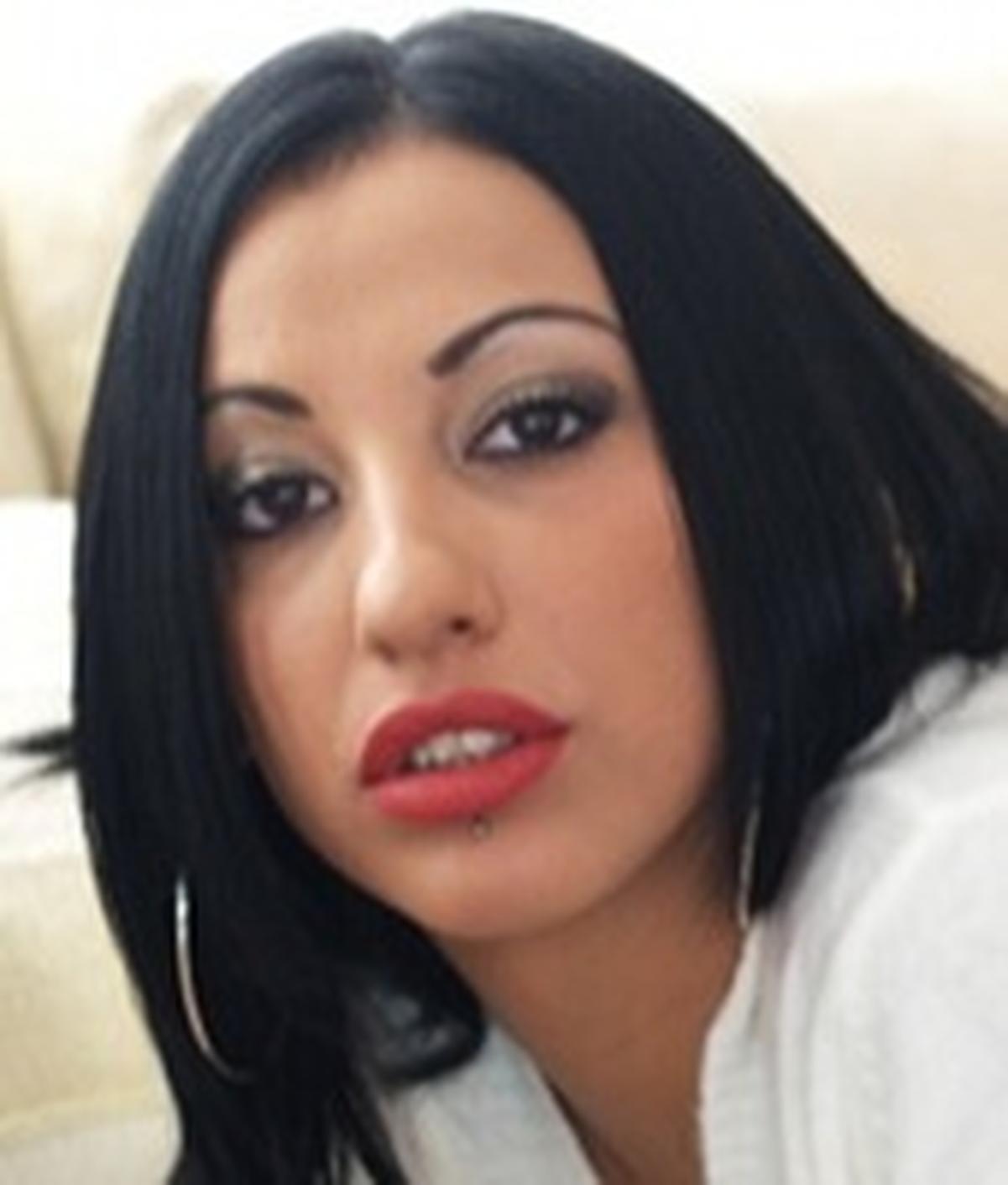 Selena Dova