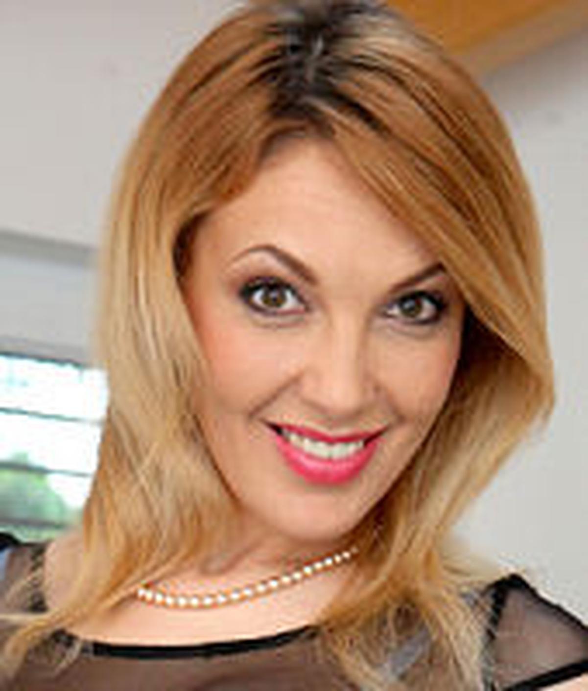 Gina Momelli
