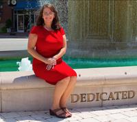 Karen Mallard sitting by a fountain.
