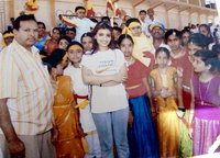 Actress roopashree with child artists while shot Bhanta film in Obava stadium, Chitradurga in 2006.